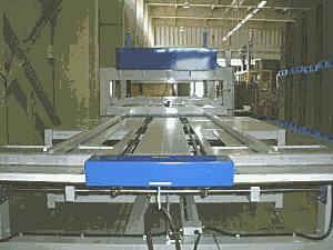東秀紙器 主要設備 パレット圧着機